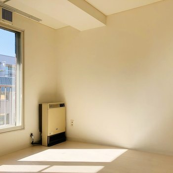 【LD】窓際はお昼寝ゾーンで決まりっ