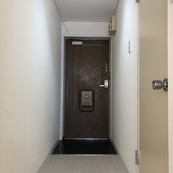 シューズボックスはありませんが、廊下に設置できるスペースがあります。