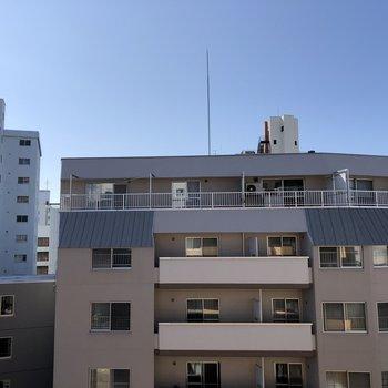 眺望。6階のお部屋なのでお隣さんが近いということもありません。