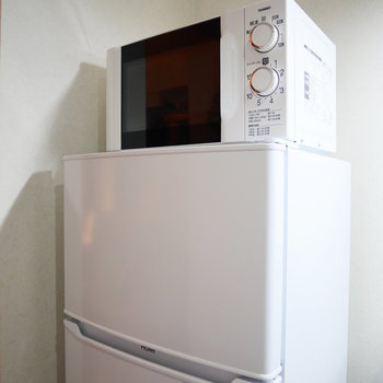 一人暮らし用の冷蔵庫と電子レンジや
