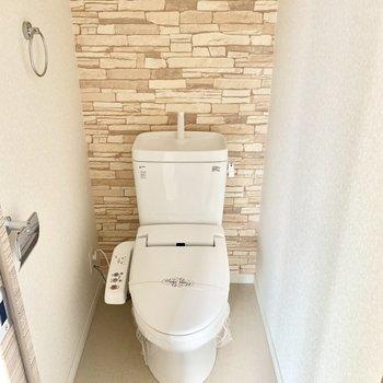 トイレはウォシュレット付いてます。 (※写真は5階の同間取り別部屋のものです)