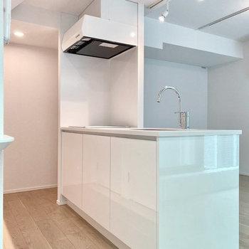 【LDK】ホワイトで統一された上品キッチン。