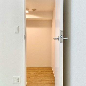 【LDK】こちらの扉は、納戸へ続いています。