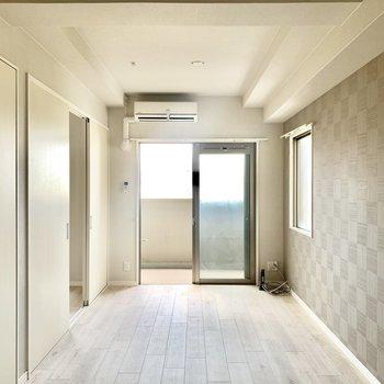 2面採光の明るいお部屋です。(※写真は11階の同間取り別部屋のものです)