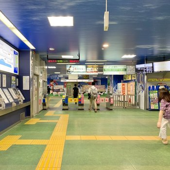 駅構内もラッピングが施され、アイデンティティを感じることができました。
