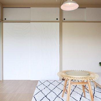 フローリング調の床に代えるだけで、だいぶ明るい印象に変わりますね。※写真はDIYモデルルームのものです