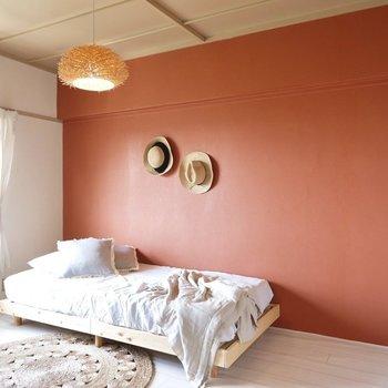 6帖ほどでシングルベッドを置いてもまだゆとりがあります。※写真はDIYモデルルームのものです