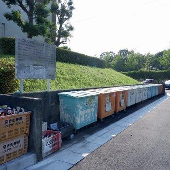 ゴミ置き場も敷地内にまとまってあります。