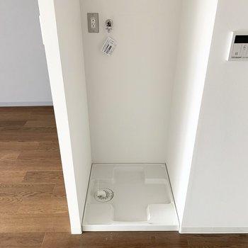対面には洗濯機置場。家事効率の良い位置ですね。