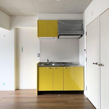 ビタミンカラーのキッチンに元気をもらえそうなひとり暮らしのお部屋です。(※現在建設中の物件です)