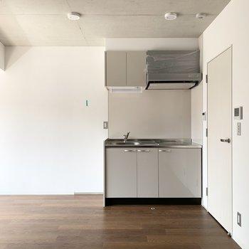 お部屋は10.1帖のL字型の空間。