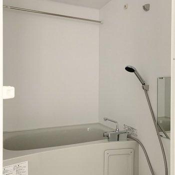 お風呂は浴室乾燥機付で雨の続いた日のお洗濯や早く乾かしたいときに重宝しそう◎