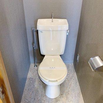 トイレは少しシックな雰囲気。カバーも大人っぽい色にしようかな。