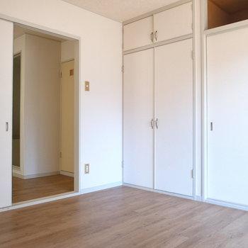 洋室は6帖。ベッドもしっかり入る広さです。