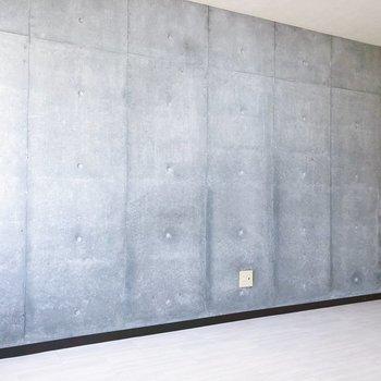 【LD】コンクリート打ちっ放しの壁。ドライフラワーなどを飾るといい雰囲気が出ますよ〜