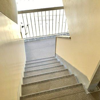 2階までは階段で、サクッと移動してね。