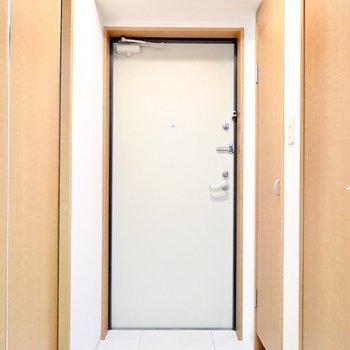 タイルのタタキが可愛いですね。靴箱は右の扉の中に。(※写真は1階の同間取り別部屋のものです)