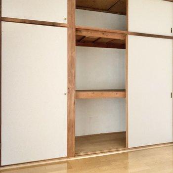 【LDK】衣類や小物を収納してくださいね。靴箱がないので収納の一角に靴箱を設けても良いですね。