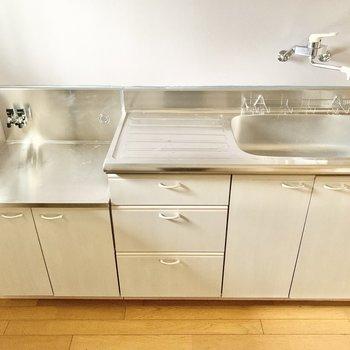 【LDK】調理スペースも確保できますね。