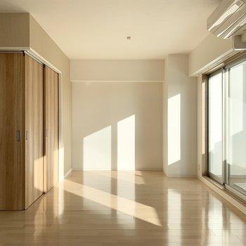 南向きでお日さまもしっかり入ります。 (※写真は6階の同間取り角部屋のものです)