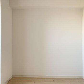 【洋4.5北】こちらもLDK横と同じく4.5帖の洋室です。 (※写真は6階の同間取り角部屋のものです)