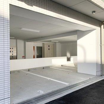 駐車場は屋外・屋内が選べるよう。