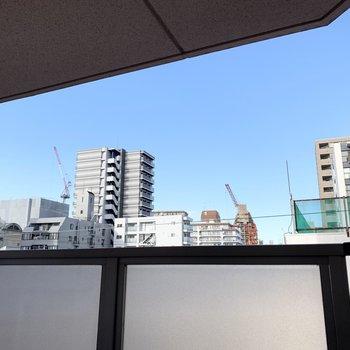 パーテーションが高めなので眺望は見上げる位置に。