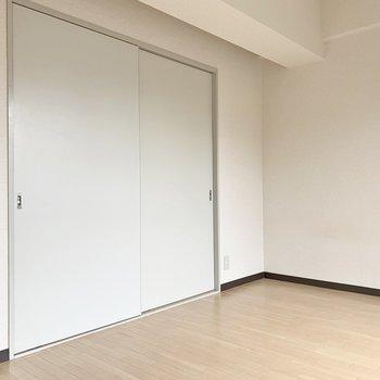 【洋室】寝るときは扉を閉めて、リラックス空間に。※写真は2階の同間取り別部屋のものです