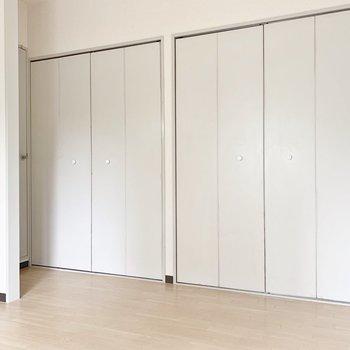 【DK】パステルの水色が清潔感を漂わせます。※写真は2階の同間取り別部屋のものです