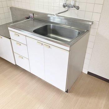 キッチンのコンロはお好みのものを用意しましょう※写真は2階の同間取り別部屋のものです