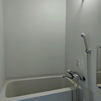物干し竿付きの浴室です。