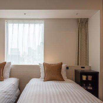 ツインサイズのベッドが2台設置されています。