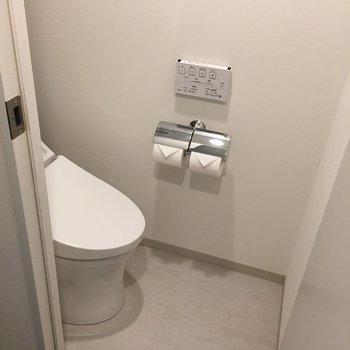 トイレは個室に。地味に嬉しいポイントですね。
