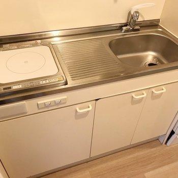 作業スペースしっかり、サーモ水栓で効率よくお料理!(※写真は11階の同間取り別部屋のものです)