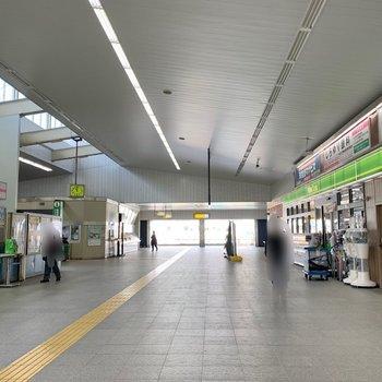 幕張駅の中にはコンビニがあるので、出勤時に朝食を買うのに便利ですね。