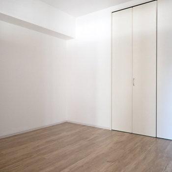 洋室6.8帖】寝室としては十分な広さです!