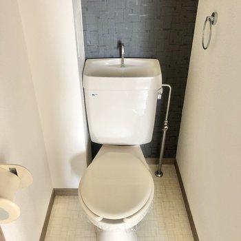 トイレもアクセントクロスでポイントに!