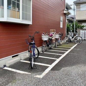 駐輪場はありますが、お部屋前に置く方が多かったです。