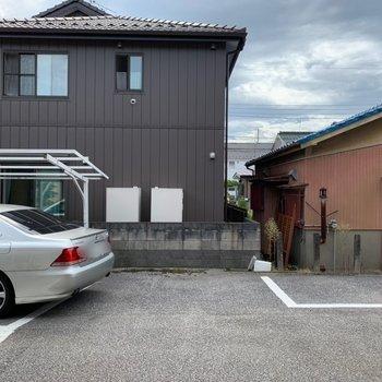 眺望は敷地内の駐車場です。