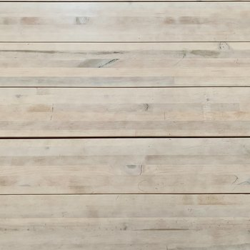 床は木材が使用されています。