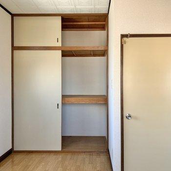 【洋室】ボックスを活用すると、荷物の出し入れがしやすいですよ。