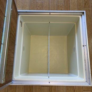 【DK】床下収納には備蓄品などをどうぞ。