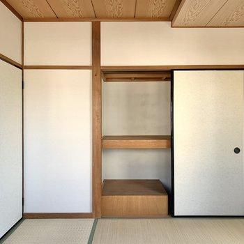 【和室】奥行きがあり、寝具も仕舞いやすいです。