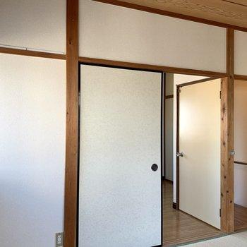 【和室】お隣の洋室へ。
