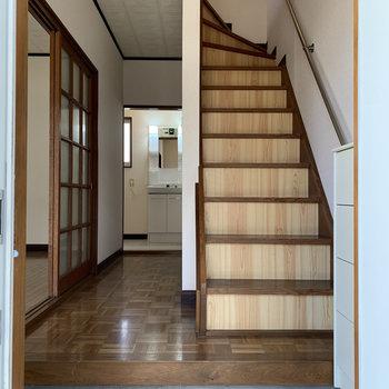 玄関を開けてすぐ階段があるんです。