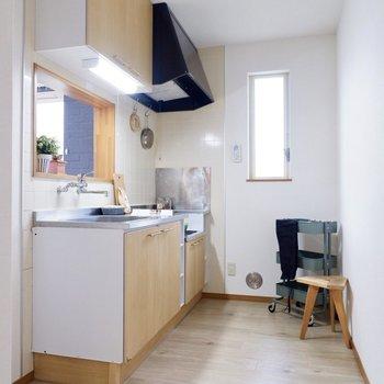 【LDK】キッチン横に冷蔵庫がおけますよ。換気もしやすい造り。