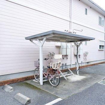 駐輪場(空き要確認)。屋根があるので雨の日も安心です。