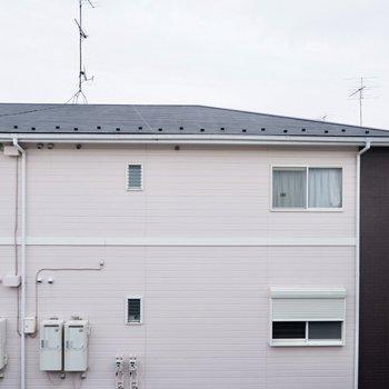 眺望は正面の建物と大空。