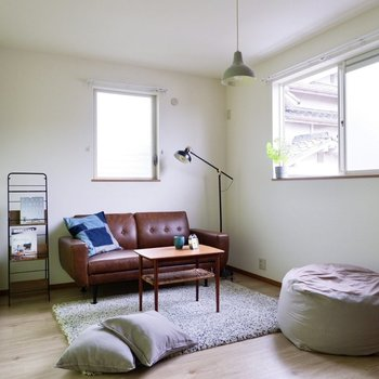 【洋室】2面採光です。寝室にしたら朝日で気持ちよく起床できそうです。
