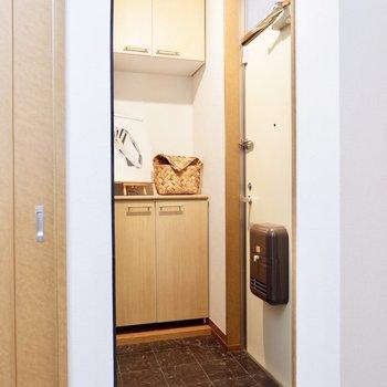 玄関はタタキ部分が広く使いやすそう。